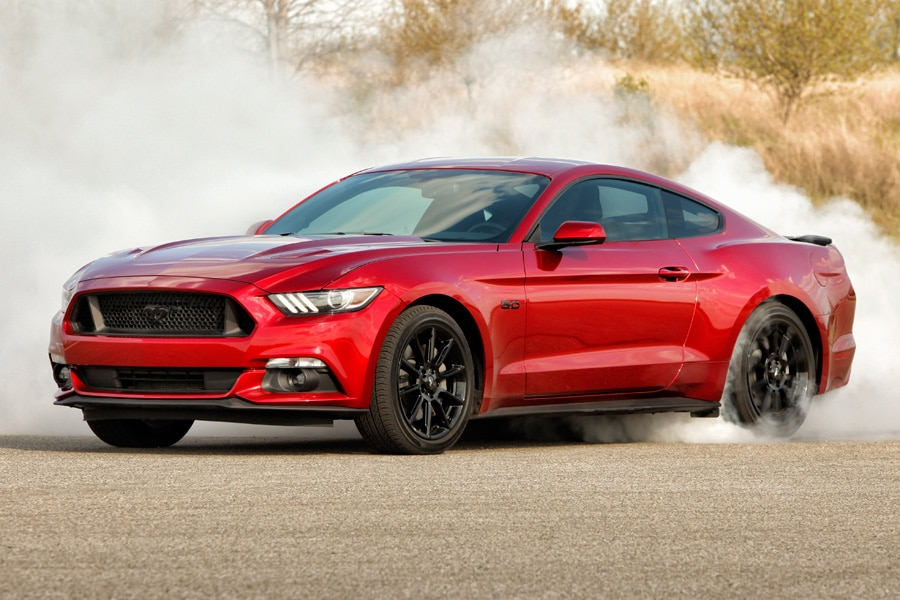 2016-Ford-Mustang-GT-burnout-red-tire-smoke