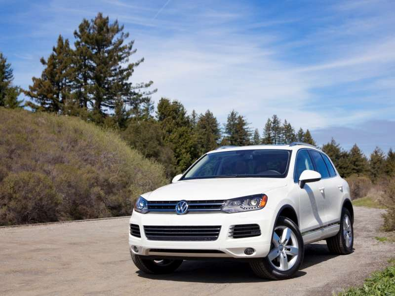 10 things you need to know about the 2014 volkswagen touareg the 2014 volkswagen touareg provides several options fandeluxe