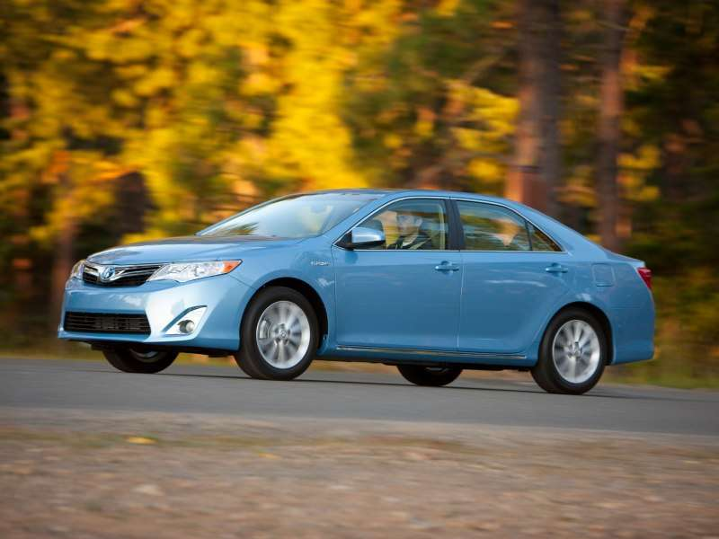 Family Cars With The Best Gas Mileage   01   2013 Toyota Camry Hybrid