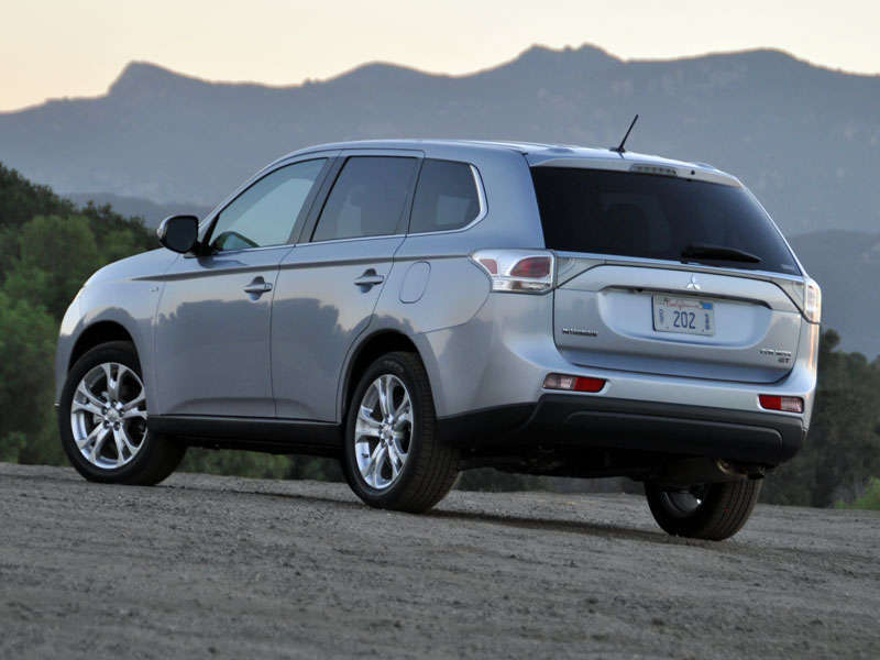 2014 Mitsubishi Outlander Crossover Suv Road Test And