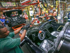 2014 Chevy Corvette Stingray Resumes Museum-Delivery, Plant-Visit Programs