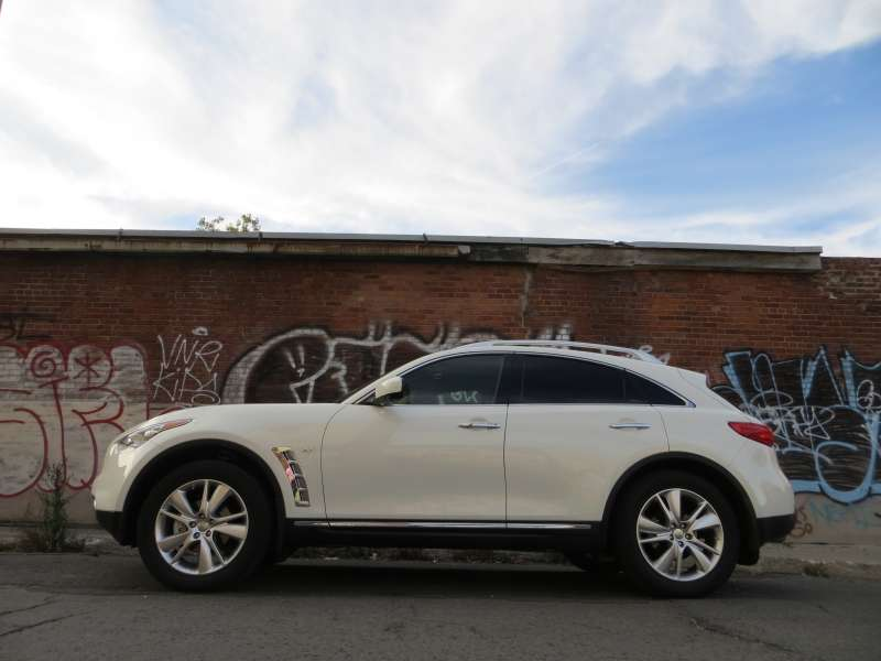 Infiniti Qx Deluxe Touring Package