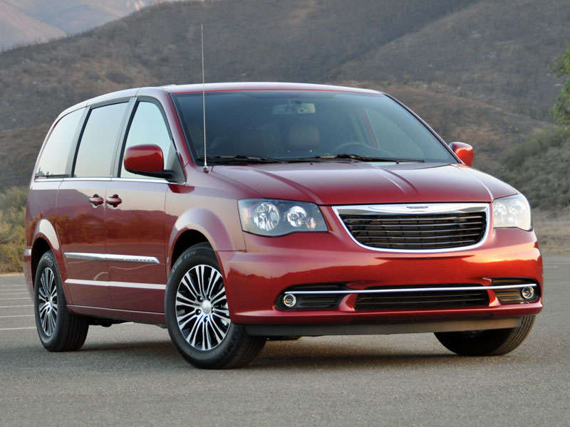 2014 Chrysler Town and Country Minivan Road Test and Review