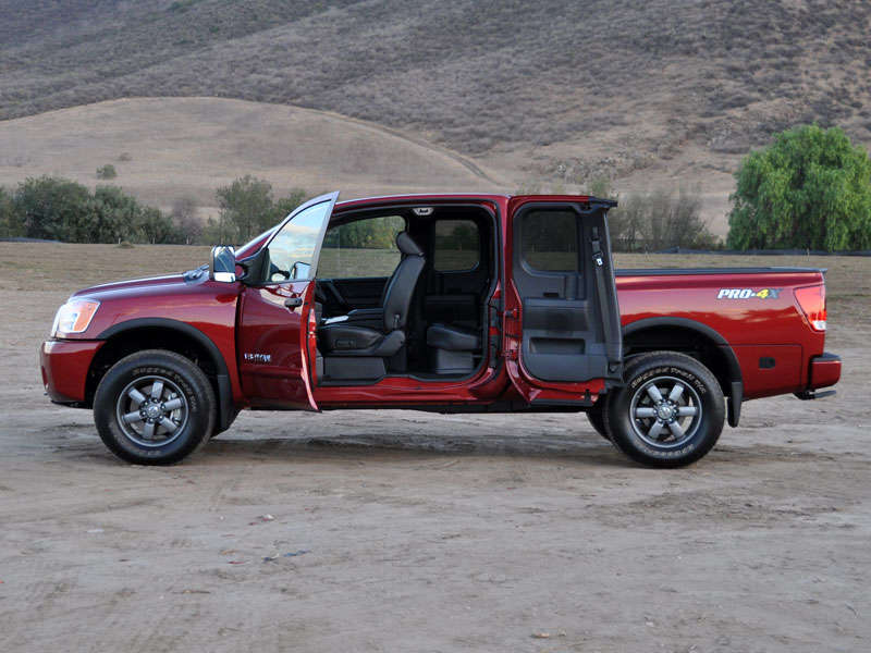2014 nissan titan pickup truck road test and review. Black Bedroom Furniture Sets. Home Design Ideas