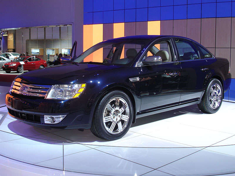 2006 Ford Taurus >> History of the Ford Taurus in Photos | Autobytel.com