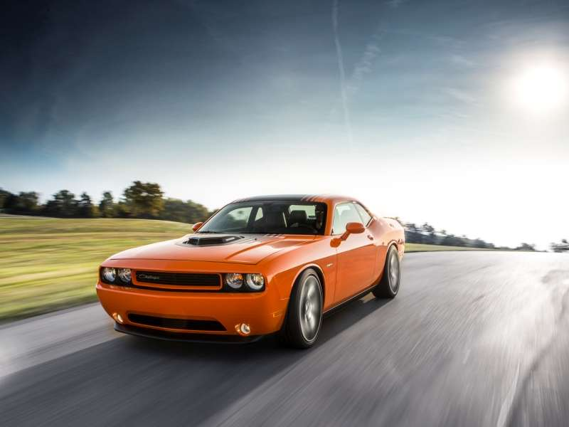 New 2014 Dodge Challenger R/T Gets Old-school Shaker Hood