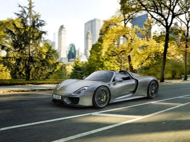 the 2015 porsche 918 spyder comes with all wheel drive