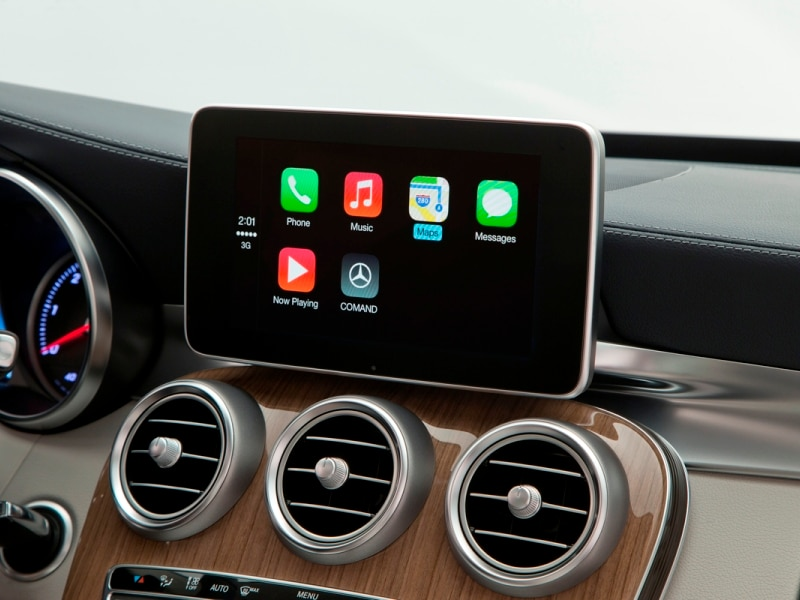 2015 Mercedes-Benz C-Class Welcomes Apple CarPlay