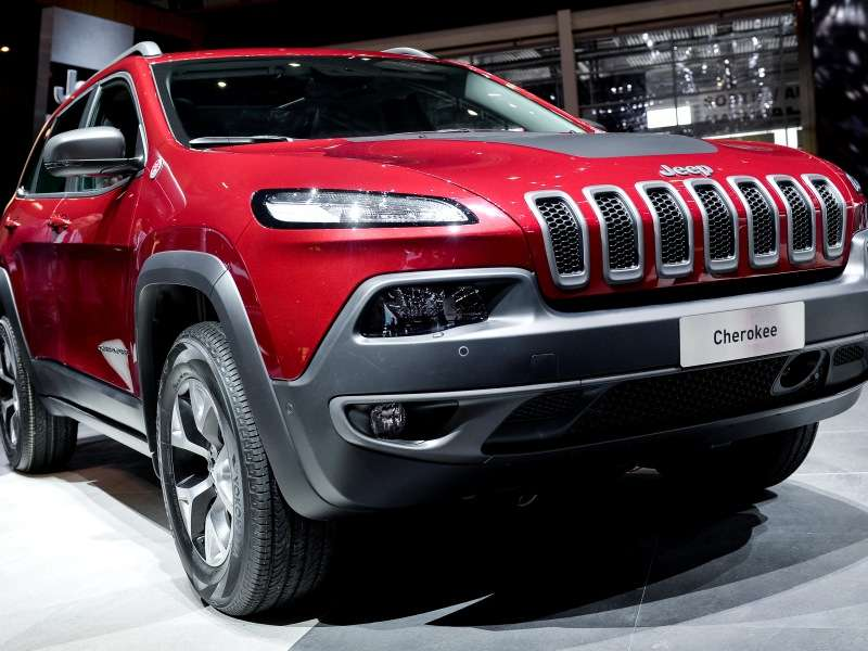 2014 jeep cherokee chosen as suv of the year. Black Bedroom Furniture Sets. Home Design Ideas