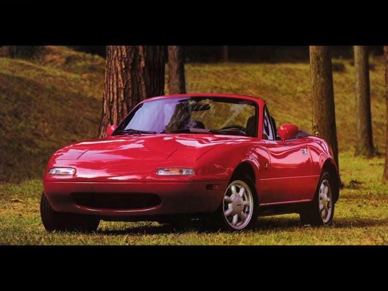 https://img.autobytel.com/car-reviews/autobytel/123664-mazda-mx-5-miata-25th-anniversary-retrospective/1989-Mazda-MX-5-2.jpg