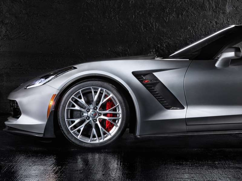 Hot Shot: Student Wins 2015 Chevy Corvette Z06 Drop-top Photo Contest