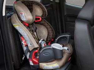 2015 GMC Canyon Boasts New Safety-seat System for Children