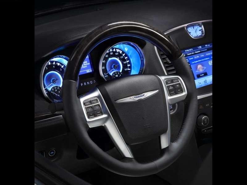 2014 Chrysler 300C Road Test & Review   Autobytel.com