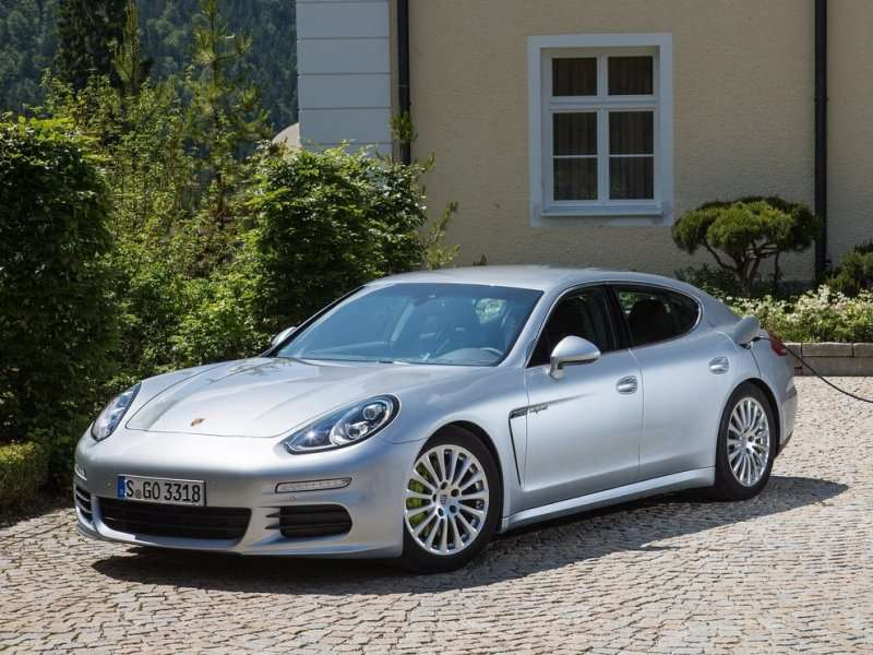 The 2017 Porsche Panamera Is A Four Door Coupe