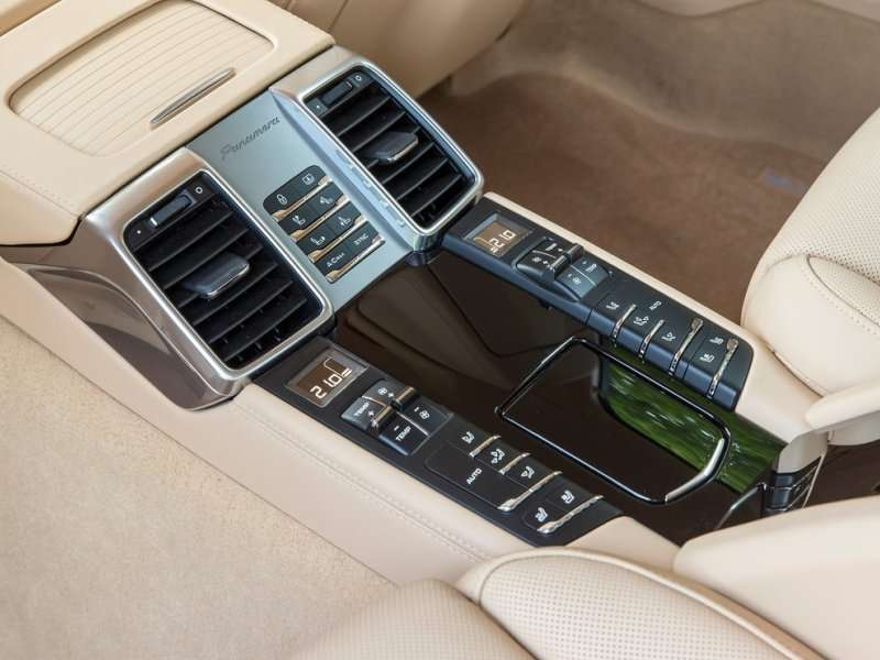 10 things you need to know about the 2015 porsche panamera. Black Bedroom Furniture Sets. Home Design Ideas