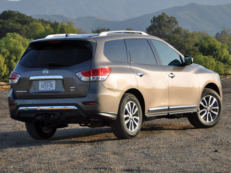 2014 Nissan Pathfinder Review and Quick Spin | Autobytel.com