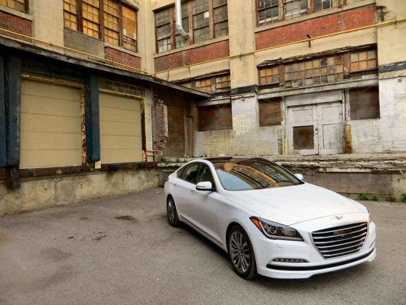 2015 Hyundai Genesis 5.0 Luxury Sedan Review