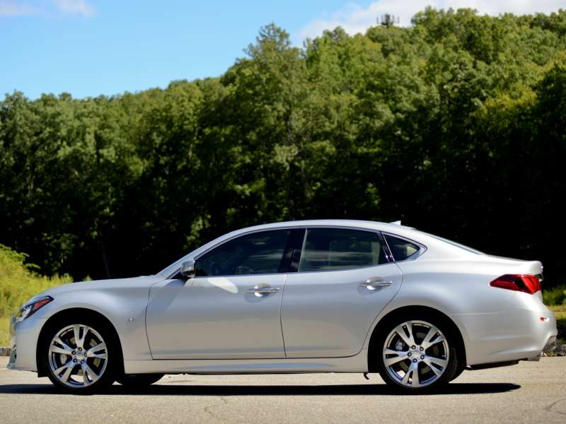 The 2017 Infiniti Q70 Keeps Safety At Forefront