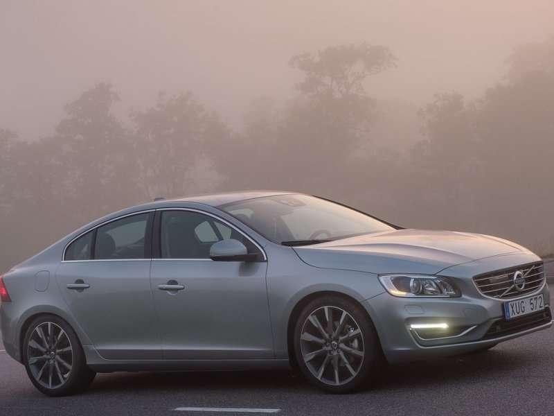 The Ten Safest Luxury Cars | Autobytel.com