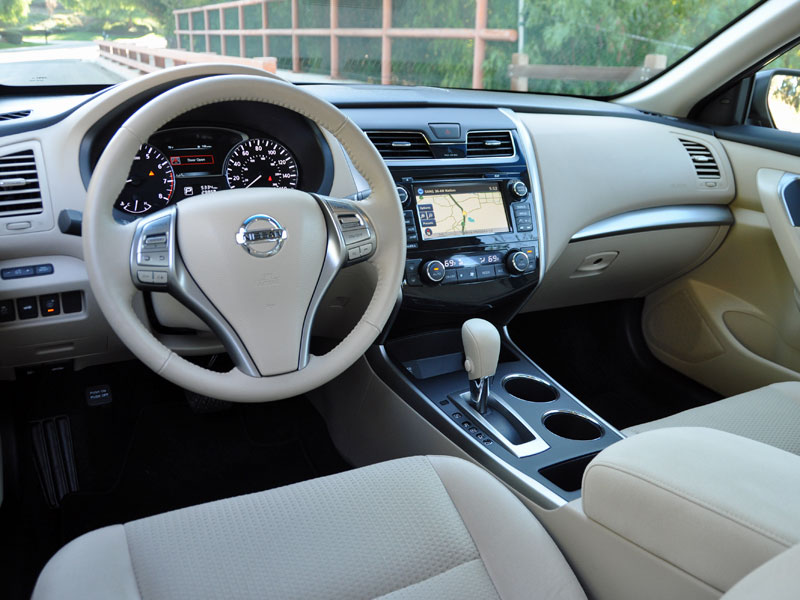 2015 nissan altima review and quick spin 2015 nissan altima interior lights