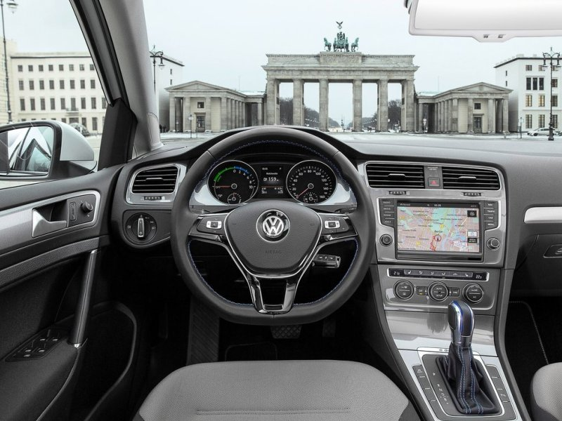 10 Things You Need To Know About The 2015 Volkswagen e-Golf | Autobytel.com