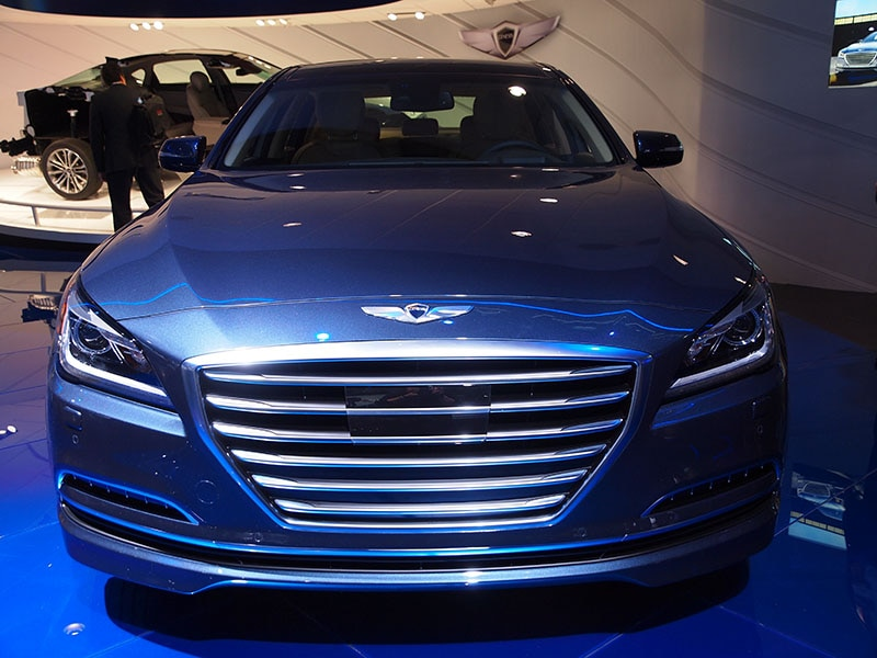 popular mechanics names 2015 hyundai genesis lux car of the year. Black Bedroom Furniture Sets. Home Design Ideas