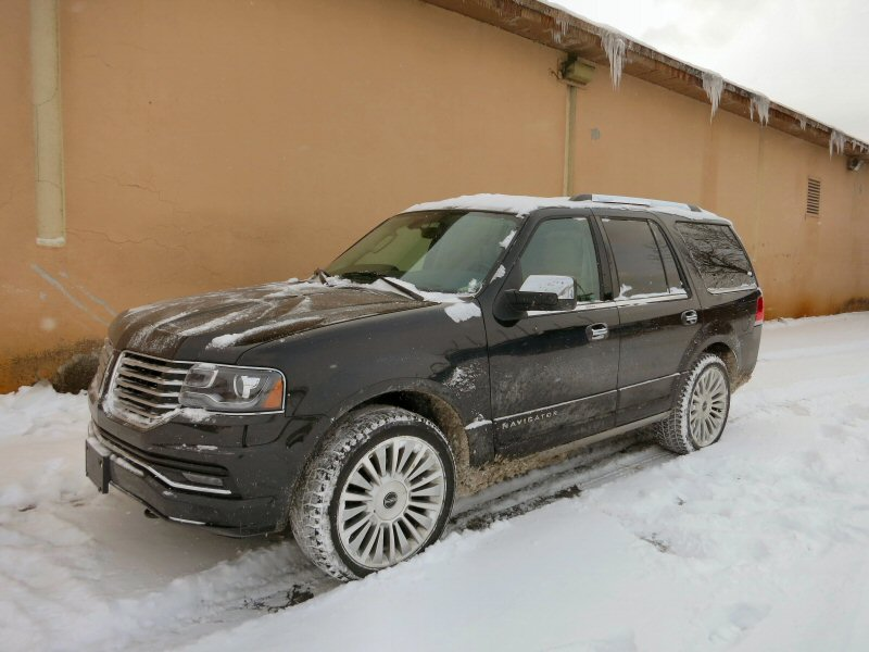 https://img.autobytel.com/car-reviews/autobytel/127649-2015-lincoln-navigator-luxury-suv-review/2015-Lincoln-Navigator-06.JPG
