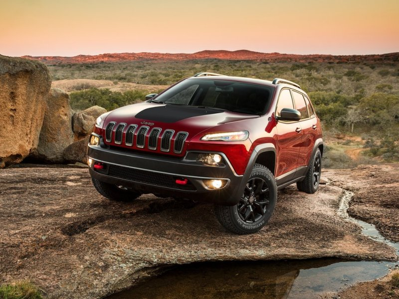 10 suvs with the most ground clearance for 2015. Black Bedroom Furniture Sets. Home Design Ideas