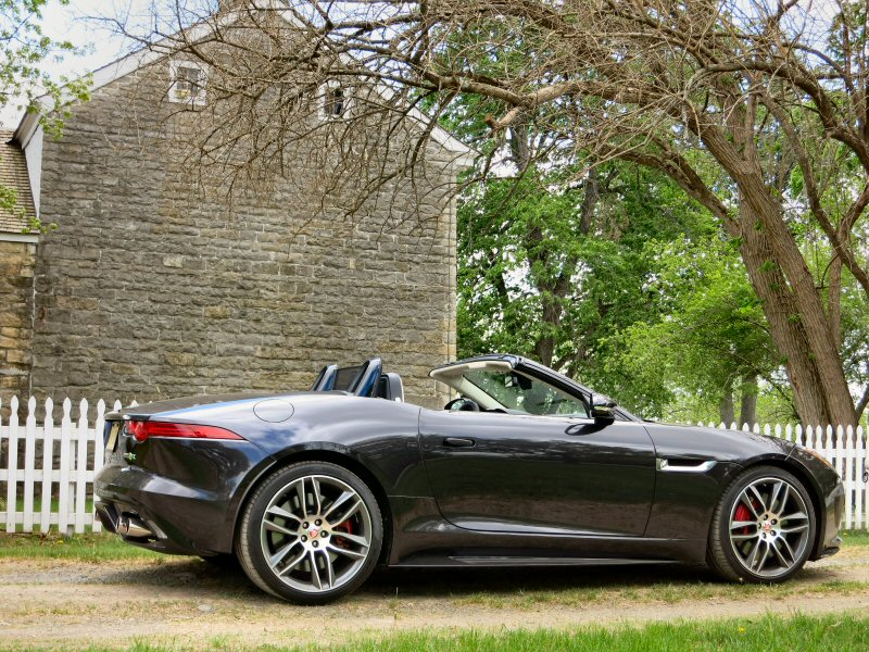 2016 jaguar f type coupe and convertible first drive and review. Black Bedroom Furniture Sets. Home Design Ideas
