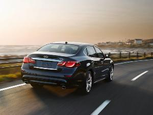 2015 Infiniti Q70L Road Test Review