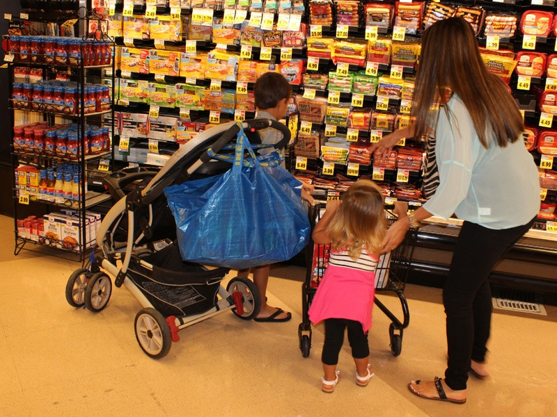 5 Safe Alternatives to Putting a Car Seat on Top of the Shopping ...