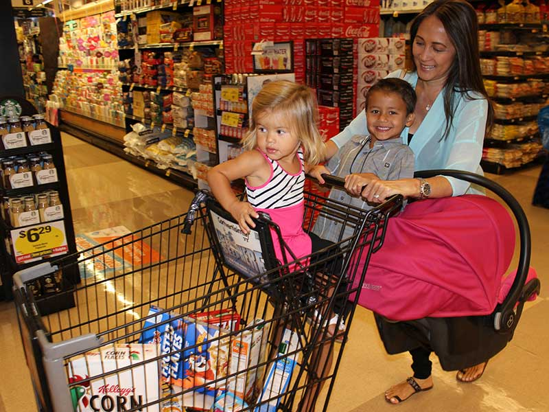 5 Safe Alternatives To Putting A Car Seat On Top Of The Shopping