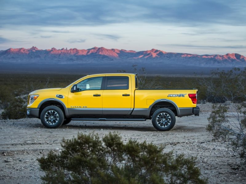 10 things you need to know about the 2016 nissan titan xd. Black Bedroom Furniture Sets. Home Design Ideas