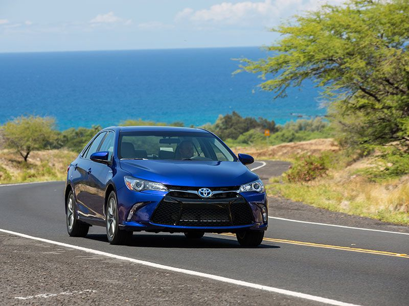 2016 toyota camry hybrid road test and review. Black Bedroom Furniture Sets. Home Design Ideas