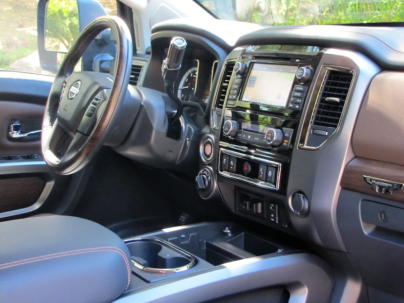 10 things you need to know about the 2016 nissan titan xd gas platinum. Black Bedroom Furniture Sets. Home Design Ideas