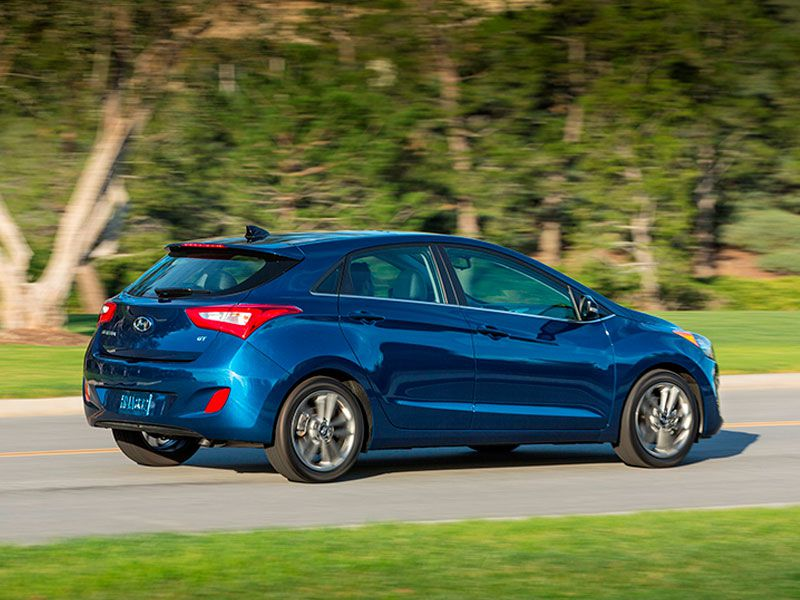 Advantage Car And Credit >> 10 Large Hatchback Cars for 2016 | Autobytel.com