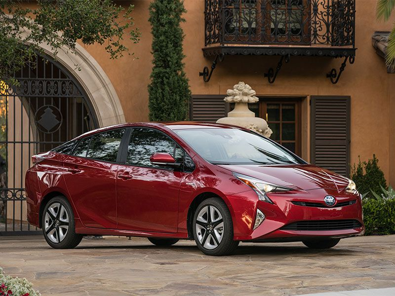 10 Reasons the 2018 Toyota Prius is the AutoWeb Buyer's Choice Best Alternative Fuel Vehicle