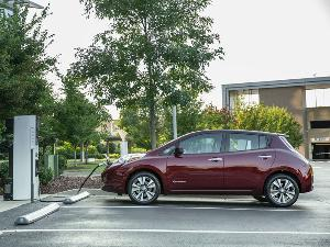2016 Nissan LEAF Road Test and Review
