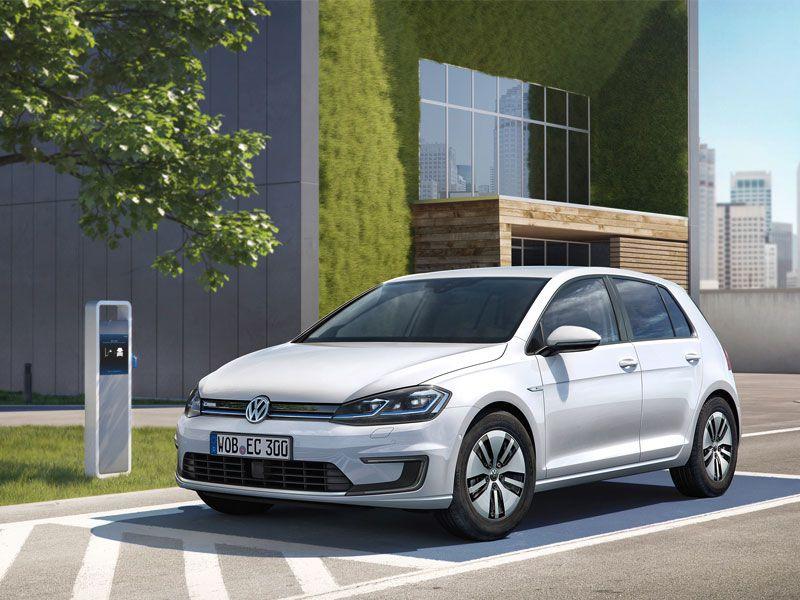 2017_Volkswagen-e-Golf-exterior-parked.jpg