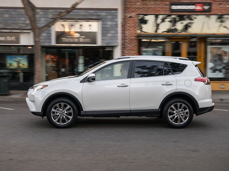 Performance And Fuel Efficiency The Standard Train For 2017 Toyota Rav4