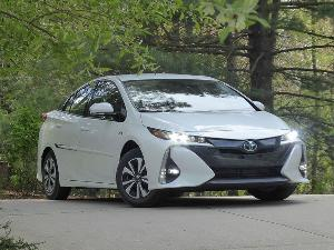 10 Things You Need to Know About the 2017 Toyota Prius Prime
