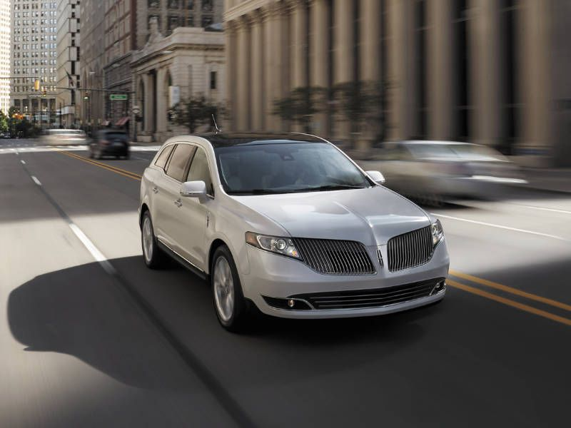2017 Lincoln MKT Road Test and Review