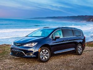 2017 Chrysler Pacifica Hybrid Road Test and Review
