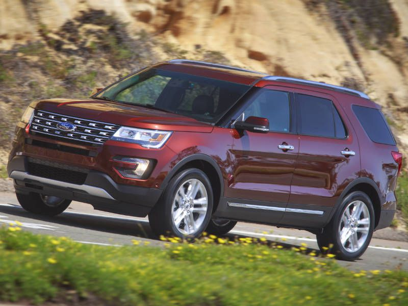 2016 Ford Explorer Towing Capacity >> 2017 Jeep Grand Cherokee vs. 2017 Ford Explorer: Which is Best? | Autobytel.com