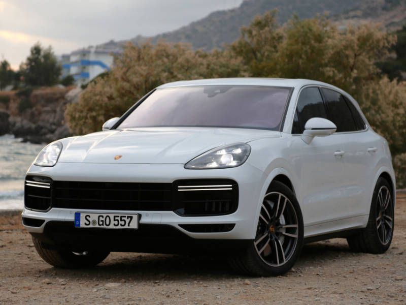 2019 Porsche Cayenne front three quarters close up