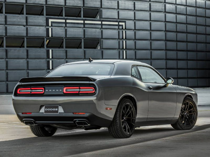 2017 Ford Mustang Gt Vs 2017 Dodge Challenger R T Which Is Best
