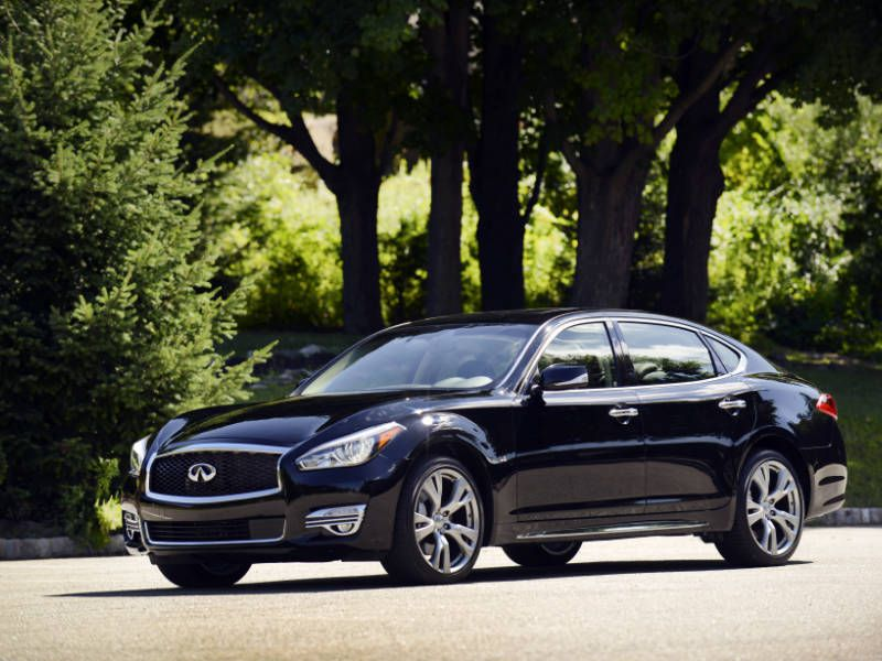 2015 infiniti q70 L black front three quarter