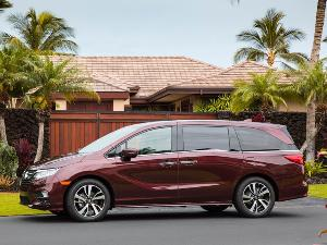 2018 Chrysler Pacifica vs. 2018 Honda Odyssey: Which Is Best?