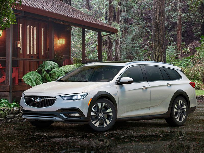 2018 Buick Regal TourX exterior hero
