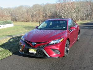 2018 Toyota Camry Hybrid Road Test and Review